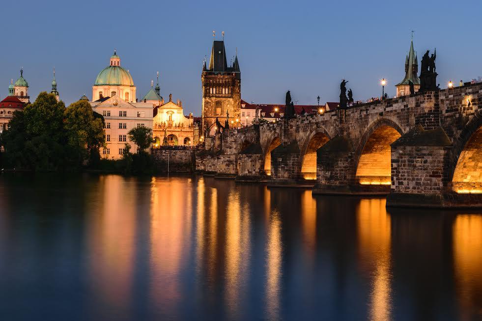Ponte Carlo a Praga di notte
