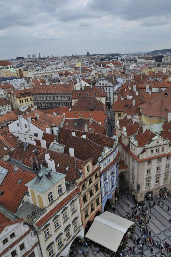 Piazza della Città Vecchia di Praga vista dalla Torre dell'orologio