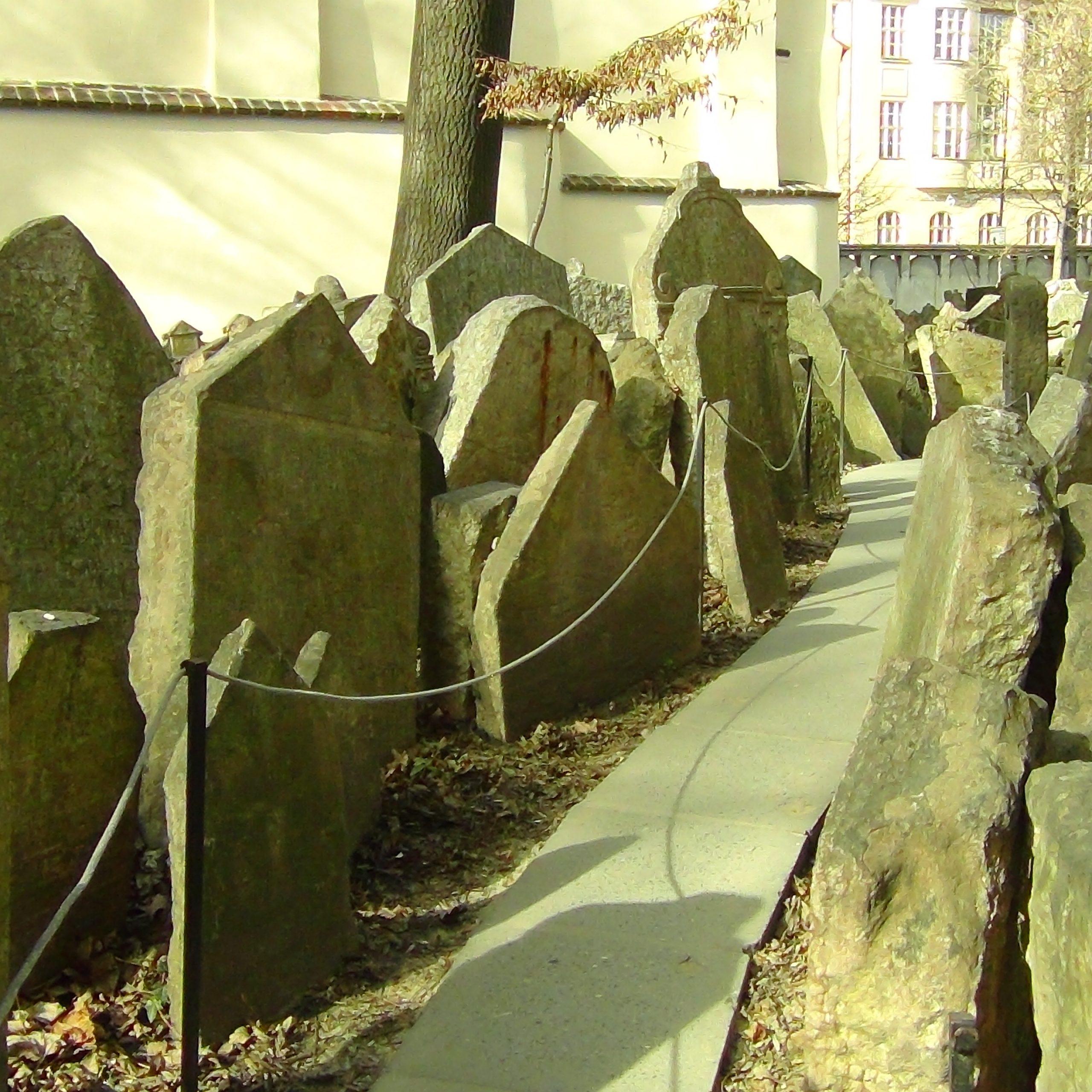 Praga esoterica cosa vedere Cimitero ebraico